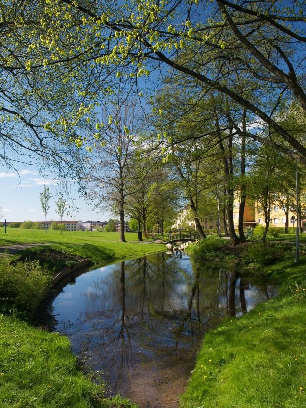 Sinnenas trädgård i Källparken, riktning syd.